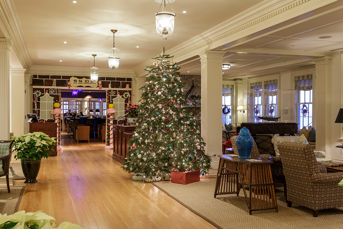 <b></b> The lobby of the Ocean House is decked out for the holidays. (Chip Riegel photo)