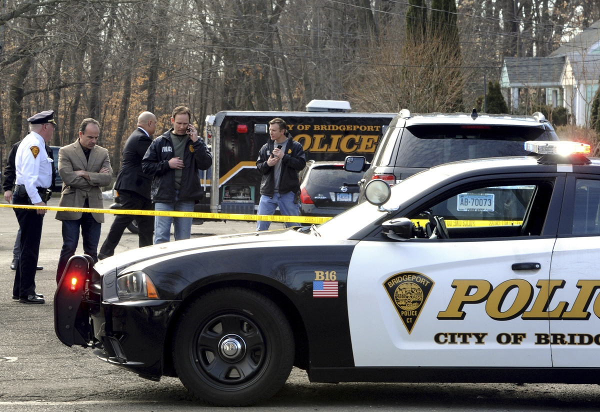 <b></b> Mayor Joe Ganim, second from left, and investigators remain at the scene of a homicide at a home in Bridgeport, Conn., on Friday, Feb. 24, 2017. Police said a young Connecticut girl has been found in Pennsylvania after a high-speed chase and crash involving a car driven by her father, who is suspected in her mother's killing at the home. (Cathy Zuraw/Hearst Connecticut Media via AP)