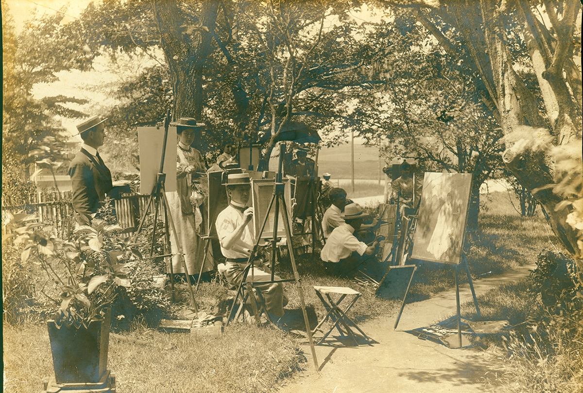 <b></b> Students paint en plein air. Photo courtesy of the Lyme Historical Society Archives at the Florence Griswold Museum.