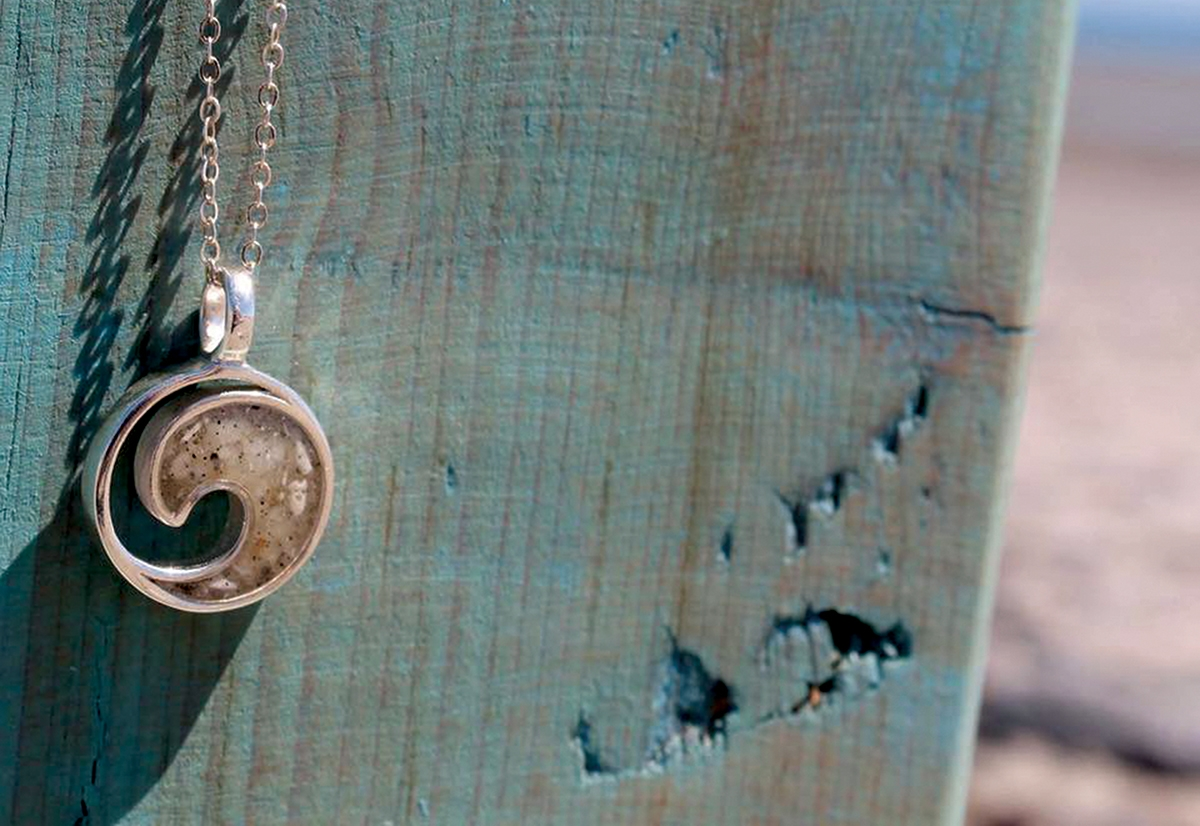 <b></b> Black Point Jewelers in Niantic carries Dune Jewelry, handcrafted in nearby Massachusetts, which features from sand from both local beaches and beaches around New England.