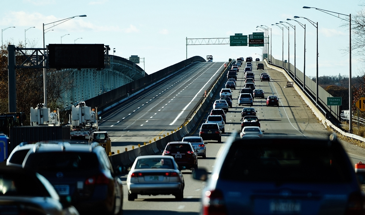 <b></b> Traffic slows as it enters the Gold Star Memorial Bridge on Nov. 26, 2017.  (Sean D. Elliot/The Day)