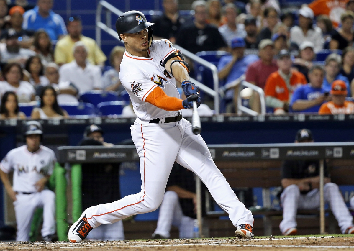 <b></b> The Miami Marlins are close to completing a trade that will send National League MVP Giancarlo Stanton to the Yankees for second baseman Starlin Castros and a pair of minor leaguers, multiple sources told The Associated Press on Saturday. (AP Photo/Wilfredo Lee, File)