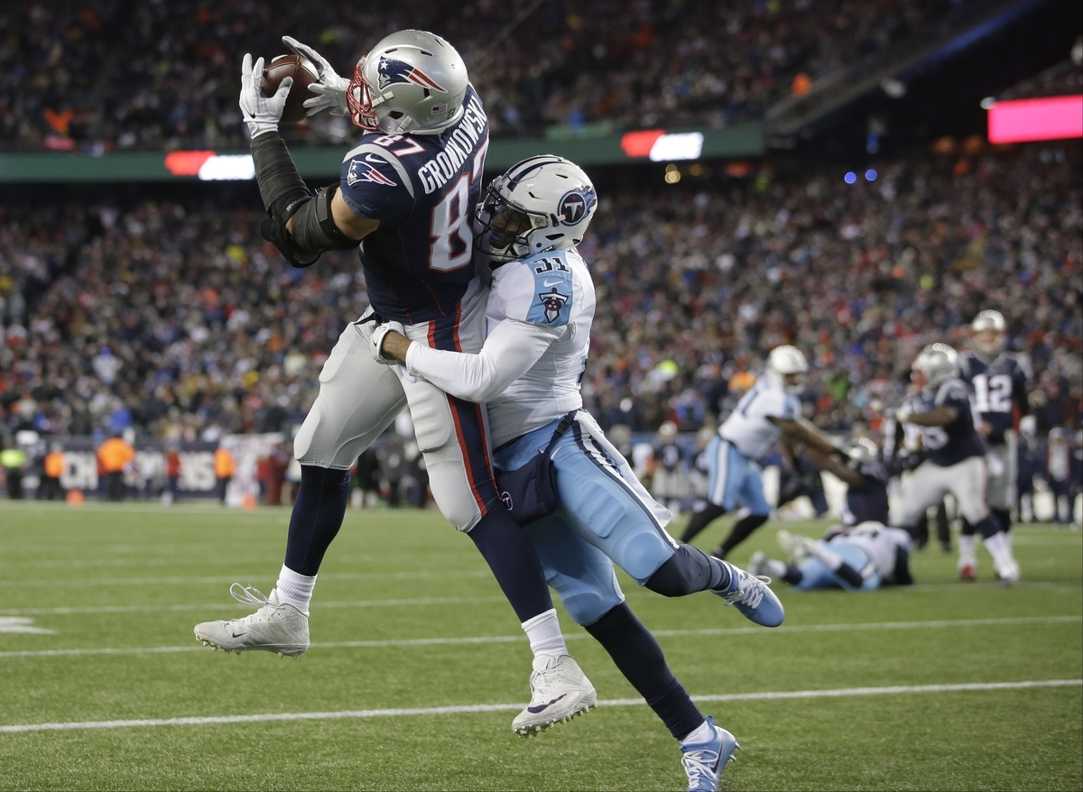 <b></b> Patriots tight end Rob Gronkowski catches a touchdown pass with Tennessee safety Kevin Byard defending during the fourth quarter of New England's 35-14 victory on Saturday night in the AFC divisional round in Foxborough, Mass. (AP Photo/Steven Senne)