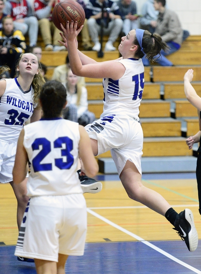 <b></b> Old Lyme's Madeline Zrenda (15) drives to the basket during the Wildcats' 55-25 victory over Valley Regional in a Shoreline Conference game on Tuesday night at Old Lyme. (Sarah Gordon/The Day)