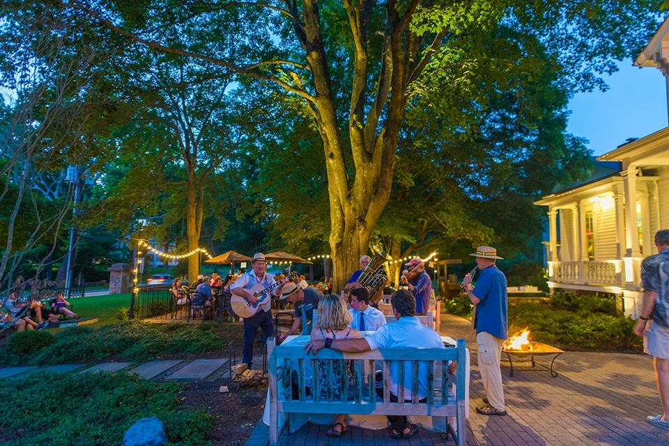 Visitors enjoy music and dining on the patio. (Seth Jacobson photo)