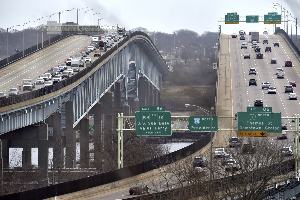 <b></b> In this April 12, 2017, file photo, three right lanes of Interstate 95 southbound, left, are closed over the Gold Star Memorial Bridge because of road construction. (Tim Martin/The Day)