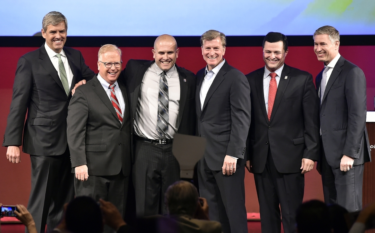 <b></b> Republican candidates for governor gather for a group photo at the conclusion of a Republican gubernatorial debate, including, from left, Bob Stefanowski; Mark Boughton; debate moderator Lee Elci; Steve Obsitnik; Tim Herbst and David Stemerman, in the Cabaret Theatre at the Mohegan Sun Casino on Thursday, July, 12, 2018.   (Tim Martin/The Day)