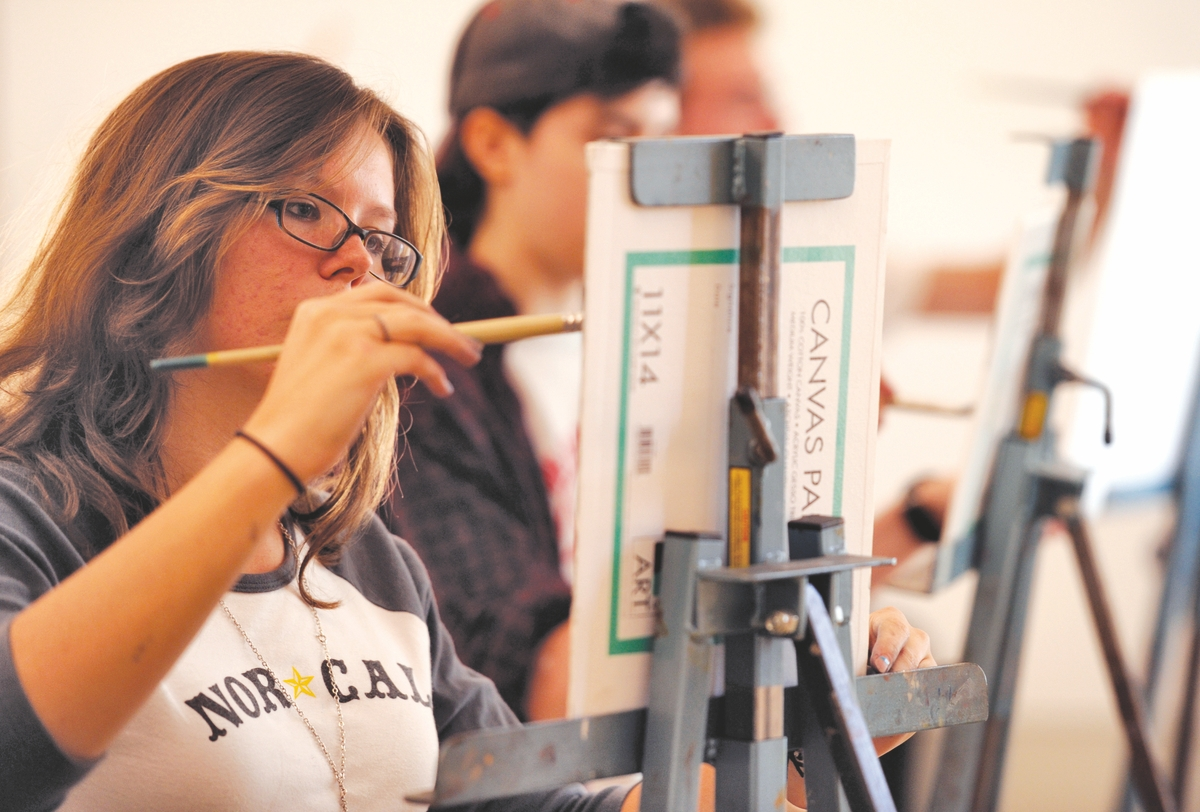 <b></b> 9/11/12 :: TIMES :: HOWARD :: Teagan McLarnan works on an assignment in Nancy Gladwell's Painting I class at the Lyme Academy of Fine Arts Tuesday, September 11, 2012.  (Sean D. Elliot/The Day)