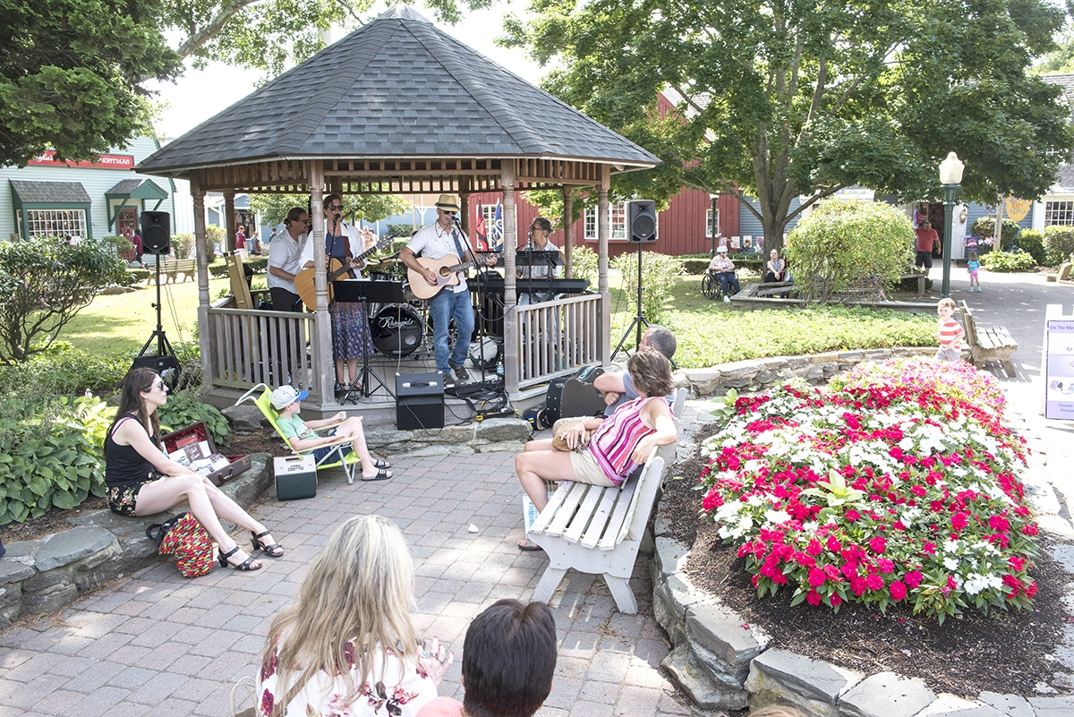 The Rivergods perform on a recent Sunday at Olde Mistick Village. (Photos by Peter M. Weber)