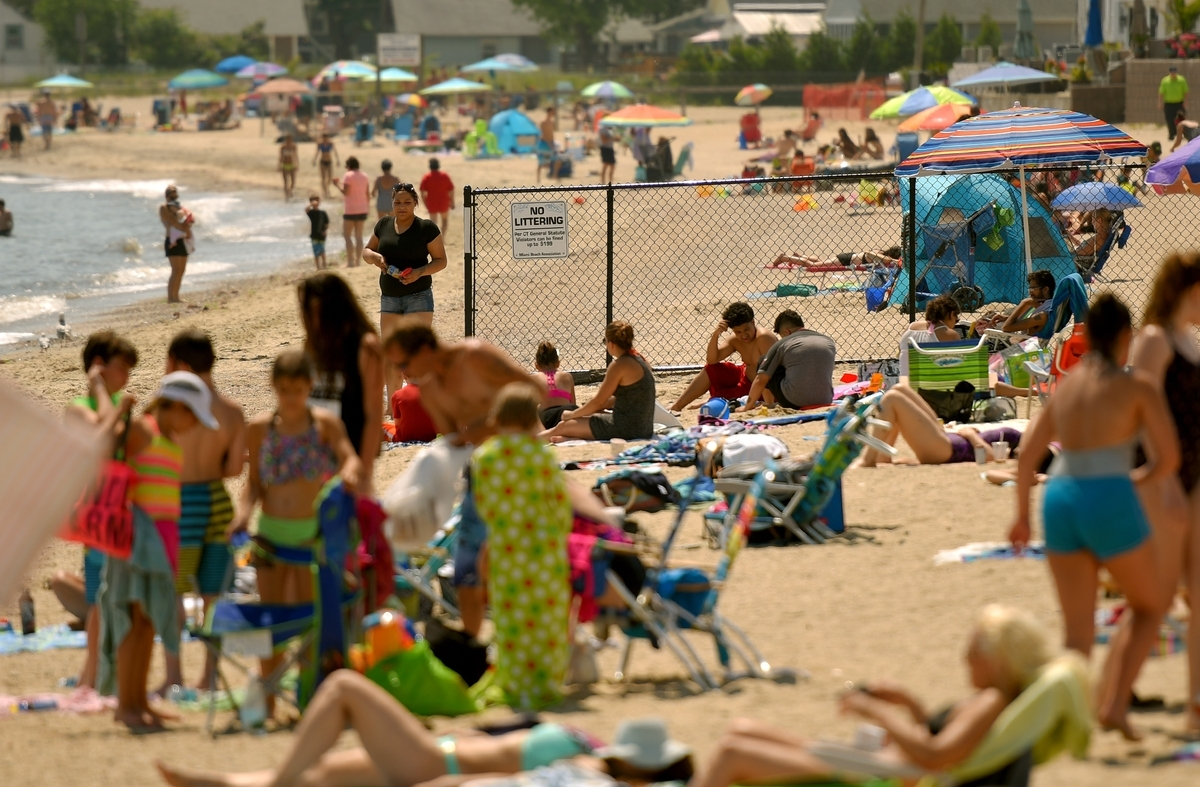 <b></b> Beach-goers at Sound View Beach in Old Lyme are greeted with a new fence and admission booth separating Soundview and Miami beaches on June 29, 2017. Four Sound View Beach property owners allege in a civil lawsuit that the Miami Beach Association is interfering with the public's right of access to the beach in direct violation of a 1953 court order and does not have the authority to charge fees to the public for use of the public beach. (Tim Cook/The Day)